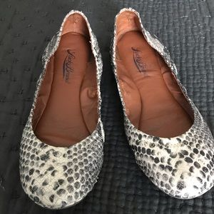 Chic and fun snake print Lucky Brand flats.